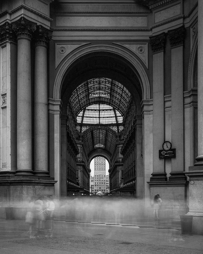 Mattia Mognetti, Cinque minuti in piazza della Scala, Milano, 2017. © Mattia Mognetti.
