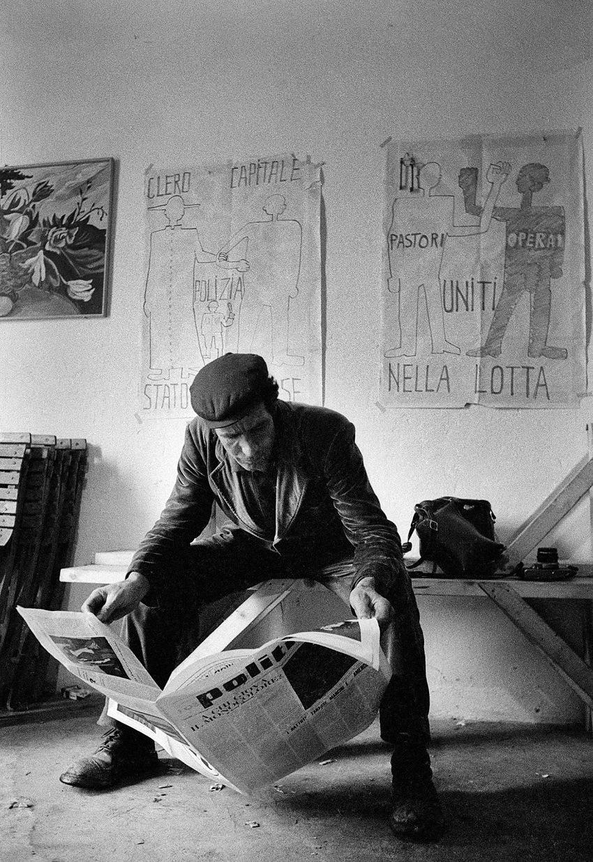 Fausto Giaccone, Circolo giovanile, Orgosolo, 1968. © Fausto Giaccone.