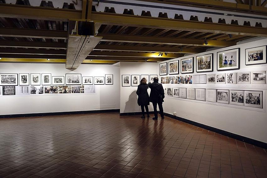 Installazione della mostra Una storia portoghese 1975-2005 al Palazzo Ducale di genova.© Gian Piero Corbellini.