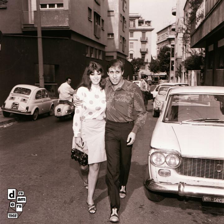Adriano Celentano per il film Serafino con la moglie Claudia Mori, 1 ottobre 1968. © AGI.