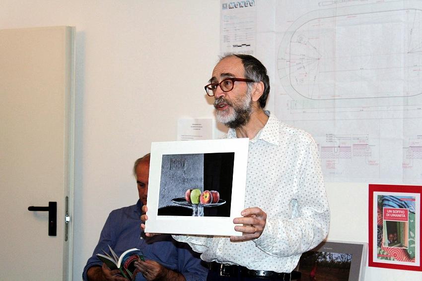 Pio Tarantini offre una sua opera per sostenere l'iniziativa Un sorriso per Mugunda.