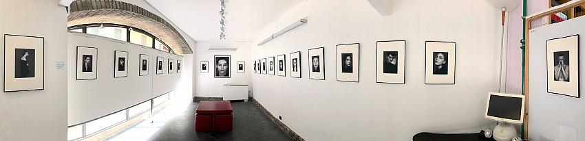 L'allestimento della mostra Ritratti di Riccardo Nosvelli presso la Galleria Spazio 53 a Voghera.