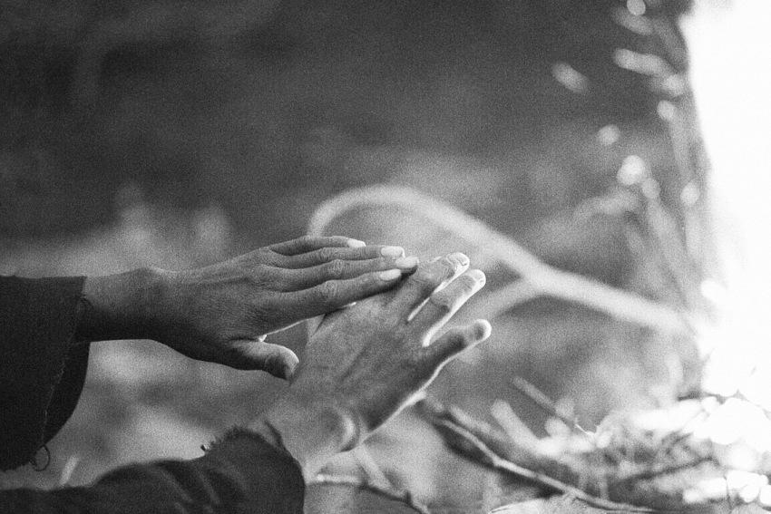 Angela Cioce, Mani verso la luce, 1982. © Angela Cioce.