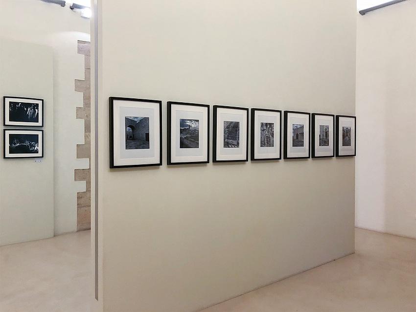 L'allestimento della mostra La luce nell'arte, nell'architettura e nella fotografia di Antonello Di Gennaro.